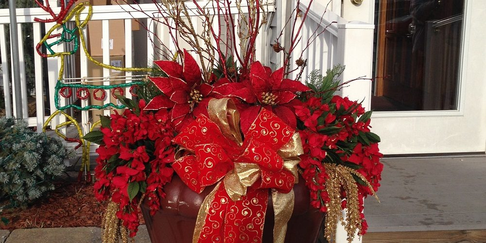 Holiday Decorating Home Turf Yard And Home Maintenance
